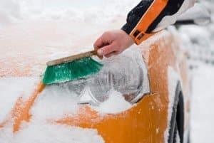 Neben den richtigen Reifen ist auch eine angemessene Fahrweise im Winter wichtig.