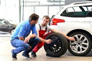 Extra für die Reifen: Felgen aus Leichtmetall gehören für viele Autofans  dazu.