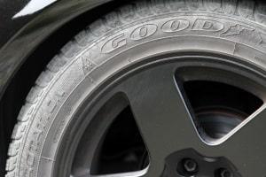 Ein höherer Reifendruck hilft, den Verbrauch zu reduzieren.
