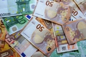 Reifendruckkontrollsysteme vom Hersteller kosten pro Reifensatz zwischen 120 und 500 Euro.