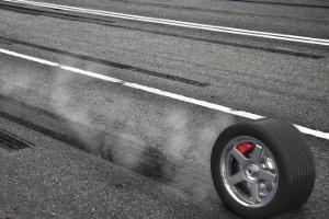 Reifenkennzeichnung zur Geschwindigkeit: Die zulässigen Werte werden in verschiedenen Buchstaben angegeben.