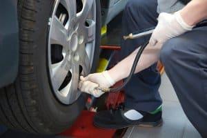Erhöhen Sie den Luftdruck für die Reifenlagerung.
