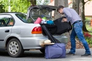 Insbesondere vor langen Fahrten sollten Sie den Reifenluftdruck überprüfen.