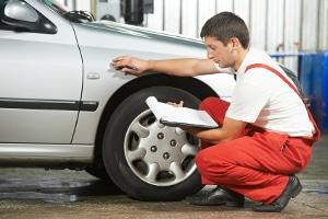 Wenn ein Reifenschaden nicht zu reparieren ist, muss ein neuer Satz Reifen her.