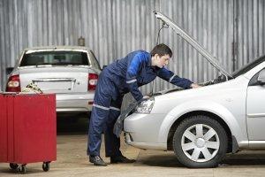 In der Werkstatt kommt bei der Reinigung der Klimaanlage häufig Ozon zum Einsatz.