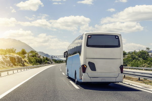 Abhängig vom verwendeten Kraftstoff kann für einen Reisebus regional ein Fahrverbot bestehen.