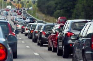 Bei Reisen mit dem Wohnmobil oder Auto sind Staus keine Seltenheit