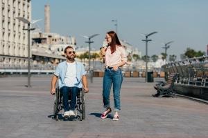 Das Rollstuhl-Tuning kann auf unterschiedliche Arten erfolgen.