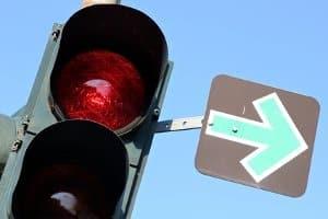 Rotlichtverstoß: Auch ein Lkw hat genug Zeit, um rechtzeitig an einer Ampel zu halten.