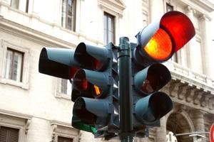 Was ein Rotlichtverstoß ist und wie er sanktioniert wird, lesen Sie in diesem Ratgeber.