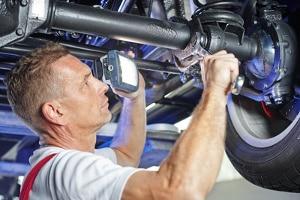 Kommt es zu einem Rückruf bei Mercedes, wird das Kfz meist kostenlos in der Vertragswerkstatt repariert.