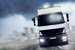 Die Sattelzugmaschine alleine kann keine Güter transportieren.