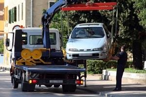 Zur Schadensminderung zählt zum Beispiel, dass ein Auto nicht unverhältnismäßig weit abgeschleppt werden darf.