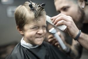 Schließung: Friseure dürfen wegen Corona nicht mehr tätig sein.