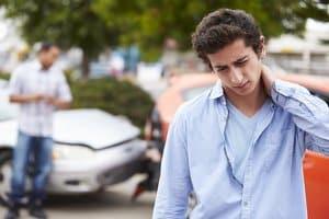 Schmerzensgeld nach einem Auffahrunfall: Nackenschmerzen können einen Anspruch darauf begründen.
