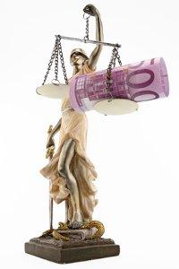 In seltenen Einzelfällen kann das Gericht bestimmen, dass auf das Schmerzensgeld Steuern anfallen.