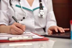Besteht ein Anspruch auf Schmerzensgeld, wenn ein Tinnitus nach dem Unfall festgestellt wird?
