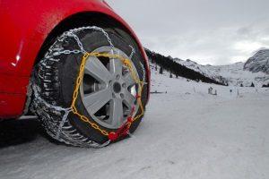 Schneetraining mit dem Auto: Viele Hersteller bieten hierzu Events an.