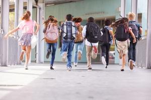Unerlaubtes Entfernen aus der Schule: Der Bußgeldkatalog sieht Bußgelder bis zu 2.500 € vor.