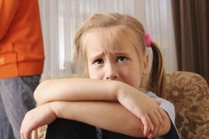 Ihrem Kind droht der Schulverweis? Was nun zu tun ist, erklärt dieser Ratgeber.
