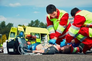 Wenn es im Ausland zum Unfall kommt, garantiert der Schutzbrief in der Regel einen Krankenrücktransport in den Heimatort.