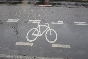 Schutzstreifen für Radfahrer: Das Befahren ist dem Radverkehr vorbehalten.