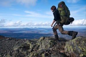 Da nach Schweden die Einreise mit Personalausweis genügt, können Reisende dessen Schätze unkompliziert genießen - etwa die Berge im Norden.