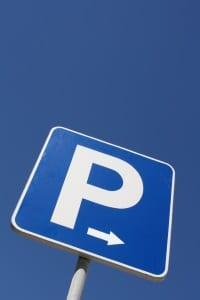 Mit einem Schwerbehindertenausweis allein ist Parken auf einem Behindertenparkplatz nicht gestattet.