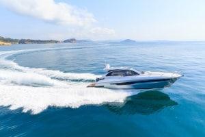 Für motorisierte Fahrzeuge über 15 PS muss auf Seeschifffahrtsstraßen ein Führerschein vorhanden sein.