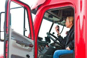 Eine selbstfahrende Arbeitsmaschine, die keinen Fahrtenschreiber benötigt, kann auch eine Erntemaschine sein.