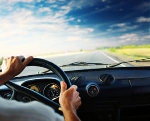 Berücksichtigen die allgemeinen Tipps für sicheres Fahren auf der Autobahn oder Kraftfahrstraße