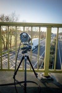 Sicherheitsabstand außerorts mit der Brückenabstandsmessung prüfen.