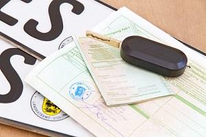 Zur Anmeldung Ihres Fahrzeugs erhalten Sie von der AXA-Kfz-Versicherung die nötige eVB-Nummer.