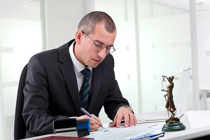 Der ARAG-Verkehrsrechtsschutz übernimmt unter anderem anfallende Anwaltskosten.