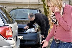 Hilfe durch die Kfz-Versicherung: Die Sparkassenversicherung wehrt unberechtigte Ansprüche anderer Versicherer ab.
