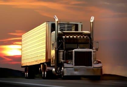 Sondertransporte beinhalten zum Beispiel das Transportieren von Windräderteilen.