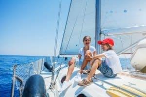 Sportbootführerschein: Wichtige Knoten und Sicherheitsfragen sind nur einige der Punkte in der notwendigen Prüfung.