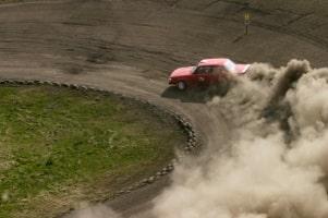 Bei einer Stockcar-Crash-Challenge gilt die Helmpflicht.