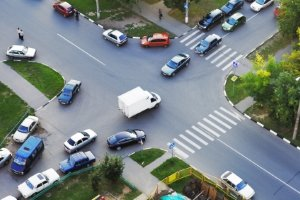 Die Straßen in den Städtezentren von Spanien können für Reisende eine Herausforderung werden.