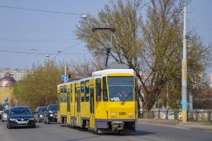 Straßenbahn überholen: Welche Seite ist erlaubt - rechts oder links?