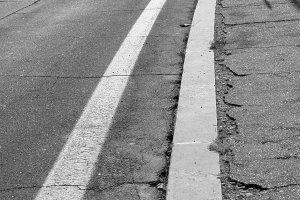 Straßenschäden sind für viele Autofahrer ein großes Ärgernis.