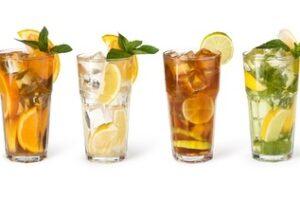 Wenn Sie eine Stretchlimousine über einen Limousinenservice mieten, sind Getränke oft schon inkludiert.
