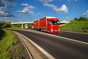 Für bestimmte Transportgüter gibt es in der StVO auch eine Ausnahmegenehmigung für das Sonntagsfahrverbot.