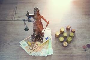 Streit um die StVO beigelegt: Ein neuer Bußgeldkatalog mit teils höheren Bußgeldern soll spätestens im September in Kraft treten.