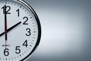 Gilt bei der Anordnung von Maßnahmen der Zeitpunkt vom Tattag oder das Datum der Rechtskraft?