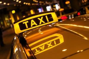 Mit dem Taxi in einen Unfall geraten? Die Vorgehensweise ist wie bei jedem anderen Unfall auch.