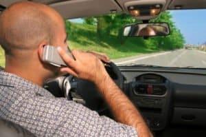 Nicht nur die Technik gegen Geisterfahrer soll die Verkehrssicherheit erhöhen, auch Handynutzern geht es an den Kragen.