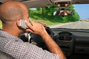 Telefonieren auf der Autobahn ist besonders gefährlich