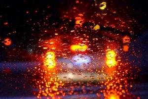 Hilfreiche Tipps gegen Feuchtigkeit im Auto erhalten Sie hier!