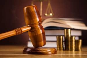 Ein tödlicher Unfall mit fahrlässiger Tötung kann eine Geld- oder Freiheitsstrafe nach sich ziehen